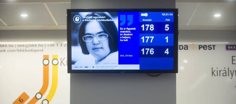 Q-MONITOR – DIGITAL SIGNAGE